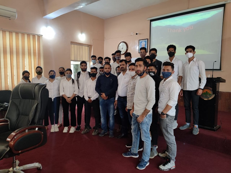 GSI delivers lecture on Land slides, their causes and preventive measures at GDC Udhampur